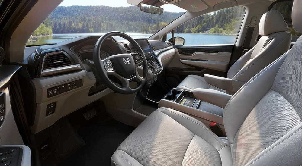 2018 Honda Odyssey Interior Front Seating and Dashboard
